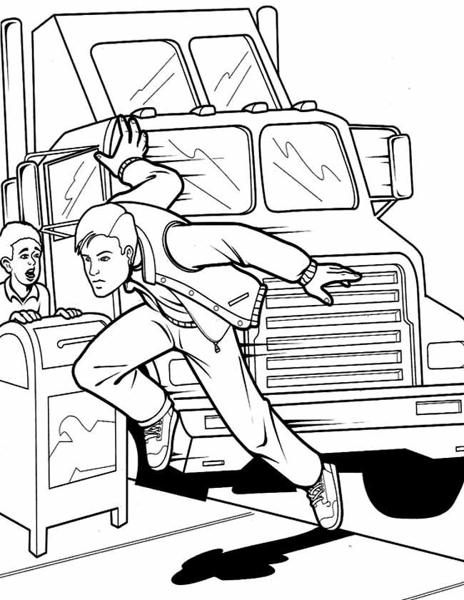 Gratis kleurplaat spiderman duikt voor vrachtwagen